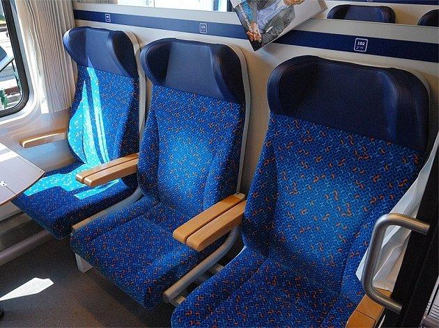 O modernizaci vozů se snaží České dráhy, takto vypadají interiéry rychlíků na trati Praha – České Budějovice.