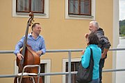 Hudba se rozezněla ve středu po 17. hodině na mnoha místech v Týně nad Vltavou.