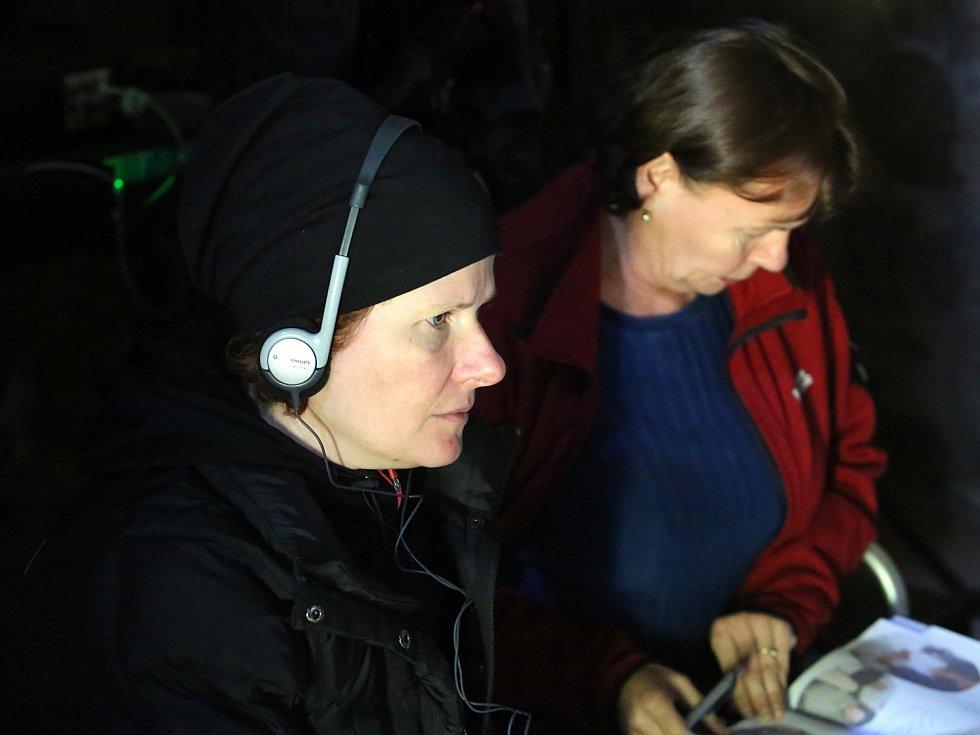 Alice Nellis natočila na Zvíkově pohádku Sedmero krkavců.