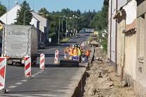 Nový chodník bude zanedlouho lemovat asi půlkilometrový úsek třídy 5. května v Lišově.