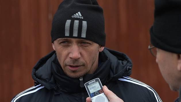 Trenér Rudolf Otepka po generálce s Jankovem odpovídá na dotazy Deníku jižní Čechy..