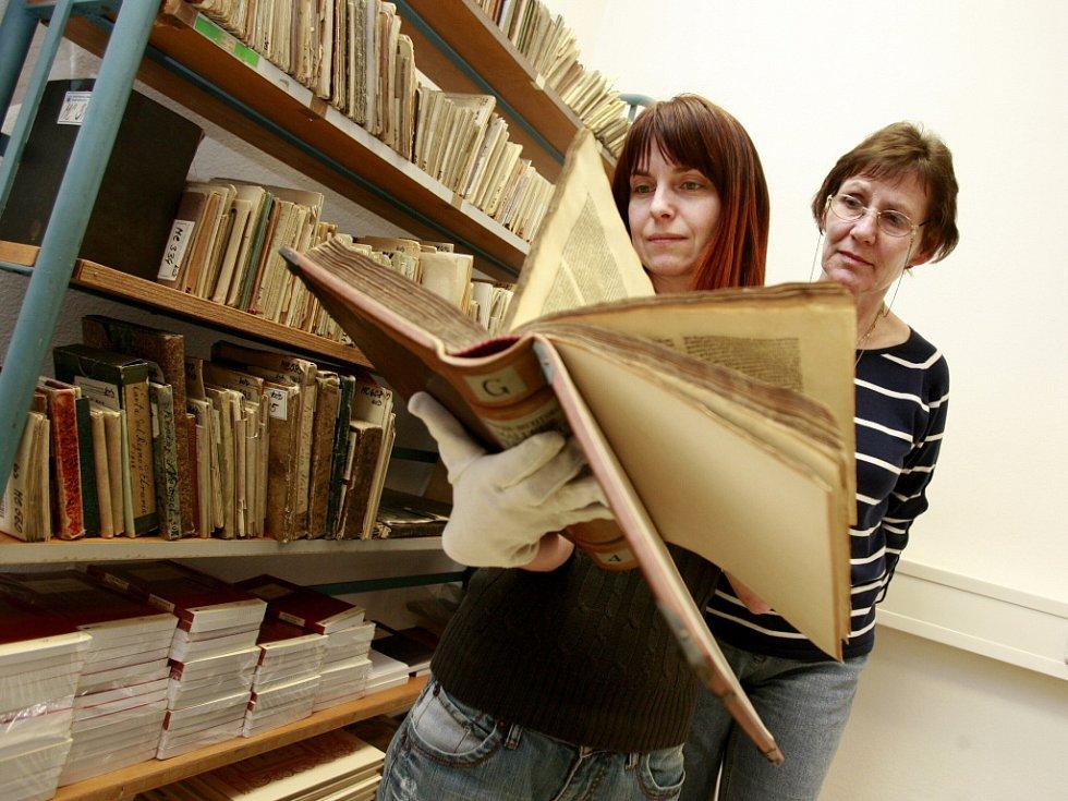 """Dotkněte se historie Jihočeská vědecká knihovna připravila v rámci měsíce čtenářů výjimečnou akci: 22. a 23. března bude v budově knihovny Lidická 1, vystaveno 5 unikátních historických tisků ze sbírek knihovny (např. """"Kladivo na čarodějnice"""" vydané v roc"""
