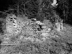 Rozvalina strážního domku koněspřežky ve Steindörflu, snímek z roku 2013.