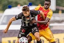 Patrik Brandner po změně stran vyrovnávacím gólem nastartoval obrat a Dynamo v Mol Cupu vyhrálo na Dukle 3:1 (na snímku Brandner bojuje s Konanem).