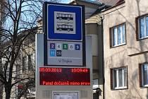 Mimo provoz hlásí občas displeje na zastávkách MHD v Českých Budějovicích, v horším případě pak sem tam nabízejí zmatené informace o příjezdu spojů.