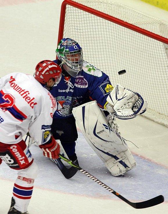 Domácí hráč František Ptáček nepromněnil nájezd a zajistil tak výhru Kladnu.