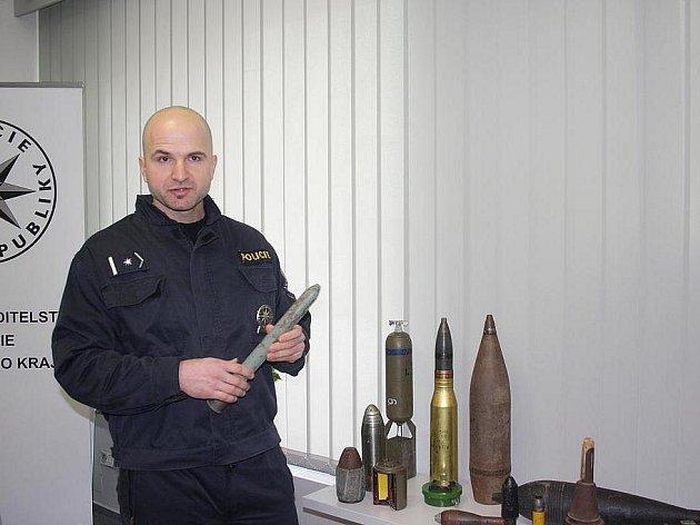 Jihočeští pyrotechnici loni vyjížděli k 90 případům. Na snímku je velitel Pavel Zikmund.