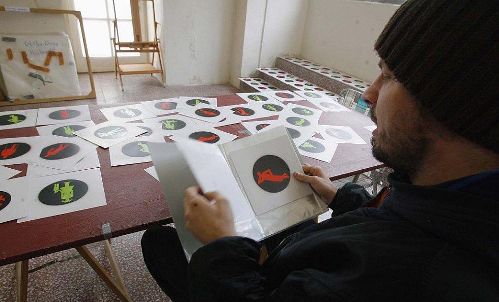 Roman Týc, který vyměnil v Praze panáčky na semaforech, chystá výstavu v českokrumlovském Egon Schiele Art Centru.