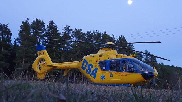 Unehody zasahovala také letecká záchranná služba.