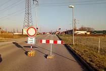 V Hrdějovicích byl do 3. dubna 2020 uzavřen přejezd v Nemanické ulici. Od 4. do 9. dubna se chystá uzavírka přejezdu u Kněžských Dvorů.