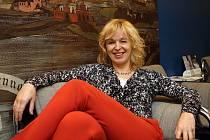 Herečka Věra Hlaváčková, která v Jihočeském divadle vytvořila již 80 rolí, slaví 8. ledna 2015 padesáté narozeniny.