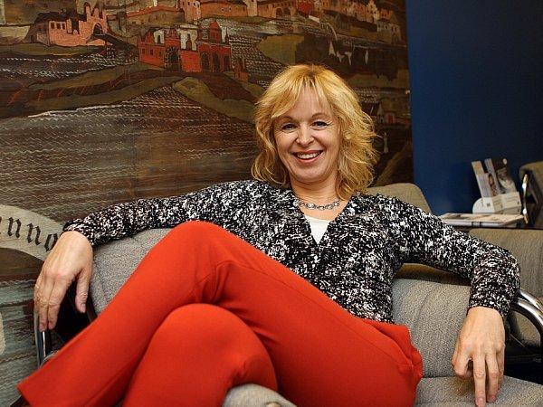 Herečka Věra Hlaváčková, která vJihočeském divadle vytvořila již 80rolí, slaví 8.ledna 2015padesáté narozeniny.