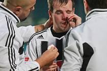 Aleš Hanzlík dohrával zápas se zraněním nosu, záskok za Machovce na levém kraji obrany ale zvládl.