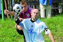 Rastislav Bakala si na zkušeného Roberta Kochlöfla sice v tomto okamžiku vyšlápl vskutku nebojácně, z cenné výhry se ale na Složišti radovali hosté: Dynamo B – S. Ústí v třetiligovém derby 0:1.