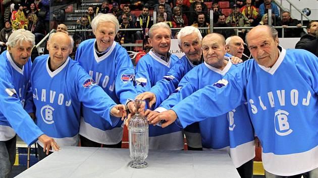 Vítězové Spartakiádního poháru 1960 po 60 letech: (zleva) Petr Turek, Jan Šrámek, František Neumaier, Rudolf Houfek, Milan Hönig, Jaroslav Fleischman, Zdeněk Kaucký a Stanislav Bauer.