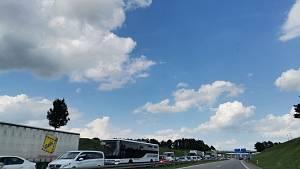 Uzavírka poloviny mostu na křižovatce ulic Generála Píky a Nádražní v Českých Budějovicích přinesla velké kolony v ulici Generála Píky, na příjezdu od Lišova (zároveň sjezd z D3) i na Pražské třídě.