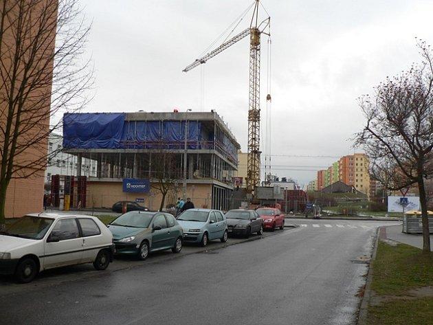 Stavba komunitního centra v ulici A. Barcala na sídlišti Máj v Českých Budějovicích.