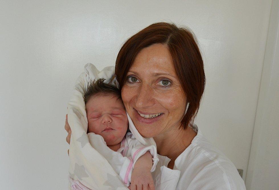Eliška Striebliková z Písku. Dcera Zlaty a Jiřího Strieblikových přišla na svět 27. 7. 2021 v 5.12 h. Váha po porodu ukazovala 3,80 kg.