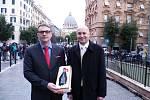 Z Budějovického Budvaru jeli do Vatikánu ředitel Petr Dvořák, mluvčí Petr Samec a sládek Adam Brož.