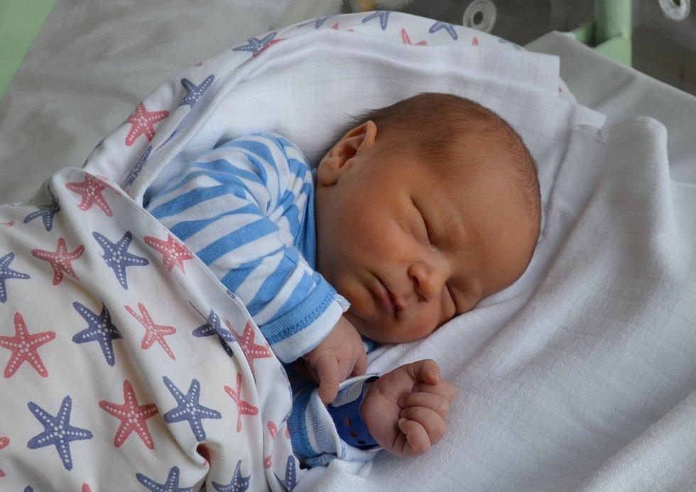 Sebastian Kulas z Horního Záhoří. Syn Jany a Vojtěcha Kulasových se narodil 15. 7. 2021 v 00.46 hodin. Při narození vážil 3500 g a měřil 50 cm. Doma se na brášku těšili sourozenci Jan (8), Tomáš (7), Vojtěch (5) a Isabela (2,5).