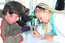 Piškvorky jsou mezi mladými lidmi stále velice populární a oblíbená hra. Základních a krajských kol celorepublikové soutěže, která se odehrála v říjnu a listopadu, se účastnilo několik tisíc mladých lidí.
