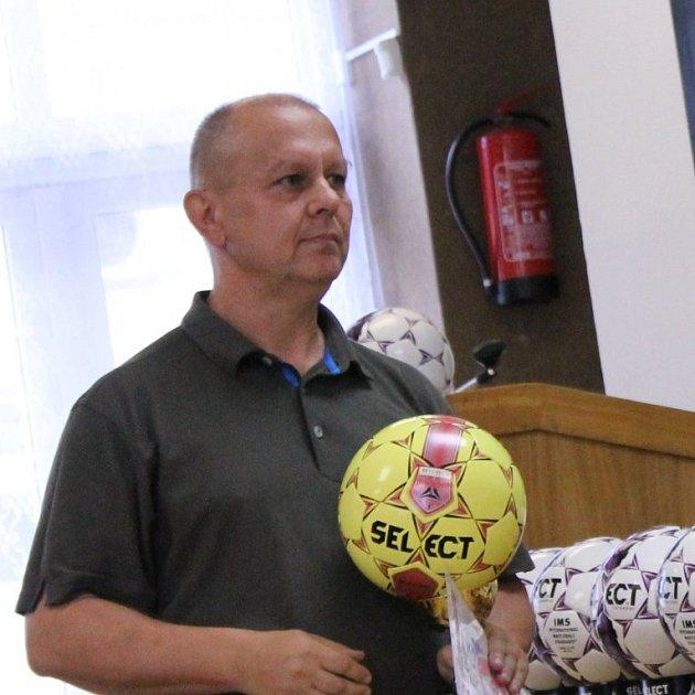 Jiří Pečenka vede oddíl na Lokomotivě, kde vedle dvou týmů mužů hraje fotbal ideset mládežnických družstev. Klub v60. letech působil dokonce ve druhé lize.