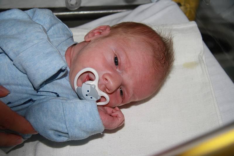 Štěpán Eichner z Prachatic. Prvorozený syn rodičů Petry a Pavla Eichnerových přišel na svět 17. 9. 2021 v 19.00 h. Váha po porodu ukazovala 3,40 kg.