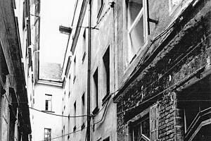 Plachého ulička v roce 1989.