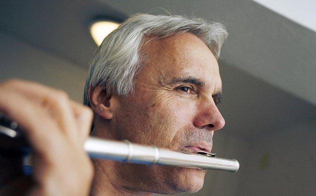 Petr Ries (54), ředitel českobudějovické konzervatoře, která dnes slaví koncertem 20. narozeniny. Z kantora se stal úředníkem, a na svou příčnou flétnu už proto moc času nemá.