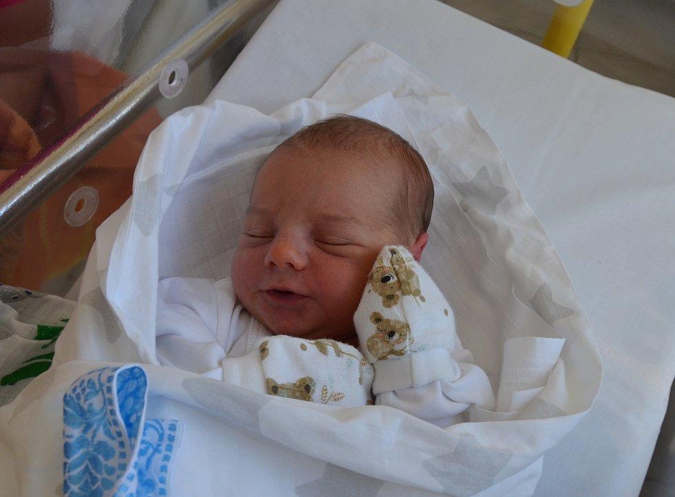 TOBIÁŠ TESAŘ, VOLARY. Narodil se v úterý 1. září ve 23 hodin a 18 minut v písecké porodnici. Vážil 3300 gramů a měřil 50 cm. Rodiče: Nikola Kumhalová a Adam Tesař. Foto: Jana Krupauerová