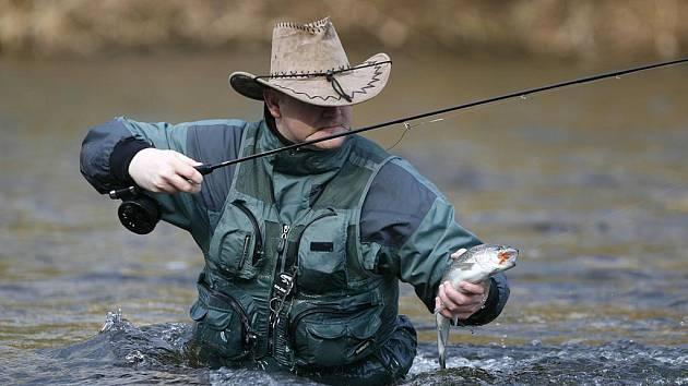 Chytání na pstruhových vodách je mezi sportovními rybáři velmi oblíbené.