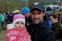 Jakub Smrž se na motokros do Kaplice vypravil i s dcerkou Jasmínkou.