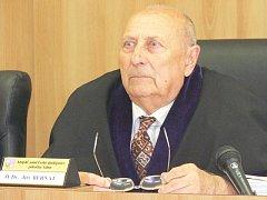 Jiří Bernát, rodák z Podkrkonoší, zemřel v 81 letech v Táboře. Poslední rozloučení se koná v pátek 28. listopadu.