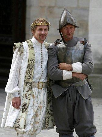 Řada komparsistů se ráda fotila sTomášem Klusem a on ochotně pózoval.