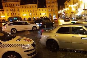 Ulámaná zrcátka, rozbitá čelní skla, nacouvávání do automobilů, výhrůžky a nakonec i napadení. S takovými praktikami mají zkušenosti čekobudějovičtí řidiči taxíků.