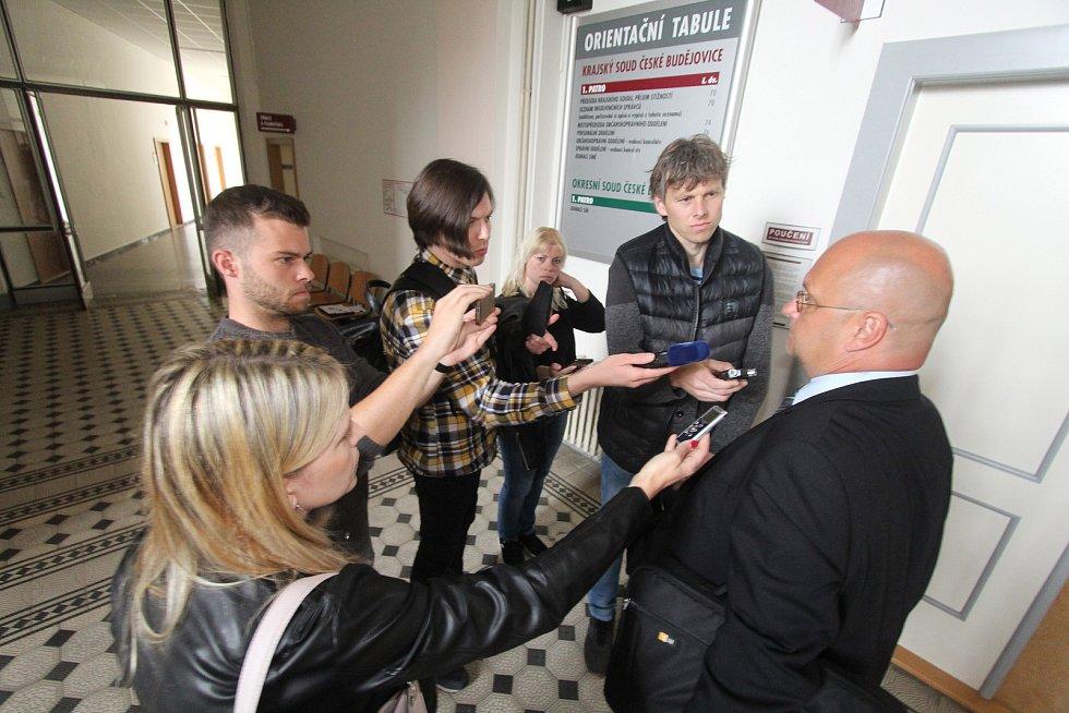 U Krajského soudu v Českých Budějovicích začalo líčení s pachateli dvojnásobné vraždy u Dobešic na Písecku z loňského ledna.