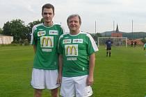Josef Žižka na fotbalové exhibici ve Chvalšinách se synem
