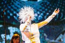 Islandská zpěvačka Björk nadchla 16. července diváky na festivalu Colours of Ostrava.