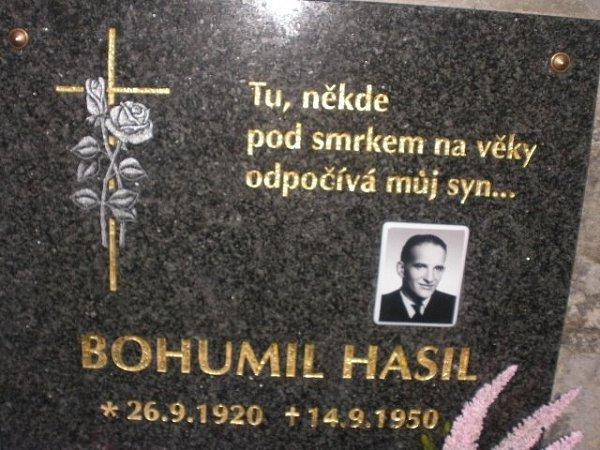 Pamětní deska Bohumila Hasila, bratra Josefa Hasila, na hřbitově vČeských Žlebech.