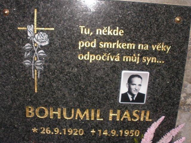 Pamětní deska Bohumila Hasila, bratra Josefa Hasila, na hřbitově v Českých Žlebech.