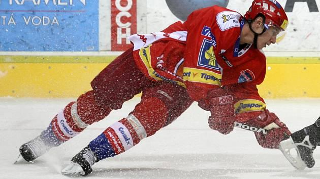 Štěpán Hřebejk patří bezesporu k nejpoctivějším extraligovým hokejistům a po zásluze se také začínají množit jeho reprezentační starty.  Naposledy si zahrál ve dvou přátelských zápasech proti Německu.