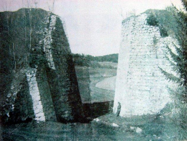 Torzo mostu koněspřežky ve Steindörflu, snímek zroku 1925.