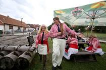 Členové spolku Vltavan mohou oslavovat zápis tradice vorařství na řece Vltavě do Seznamu nemateriálních statků tradiční lidové kultury ČR. Snímek je z oslav 115. výročí spolku.