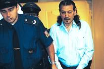 Ladislav B. si ve středu došel k soudu i pro polibek od své družky.