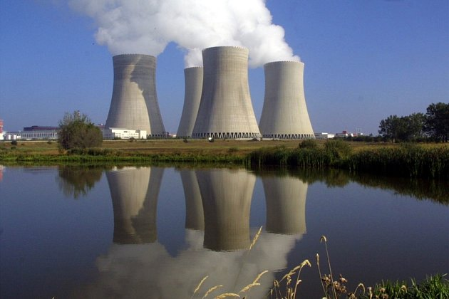 Zatím se další čtyři temelínské chladicí věže odráží jen od vodní hladiny, ale za několik let by mohly v jaderné elektrárně přibýt už ty opravdové.