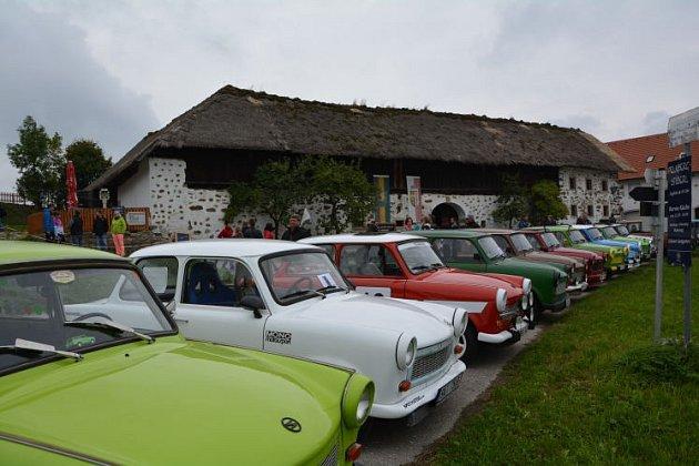 Takové hosty v rakouském skanzenu ještě neměli.