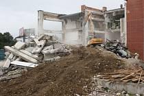 Demolicí bývalé budovy telekomunikací začaly v Českých Budějovicích práce na stavbě dvojčete současného IGY Centra.