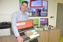 """""""Uhlíkové fólie zajistí efektivní vytápění domácnosti,"""" říká Radek Bartuška ze společnosti LARX."""