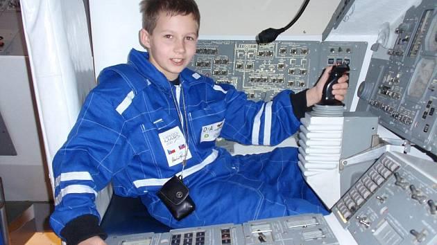 Jiří Čížek, žák páté třídy Základní školy Matice školské v Českých Budějovicích, se vypravil na návštěvu belgického vesmírného centra v Transinne. Odvezl si odtud spoustu nezapomenutelných zážitků.
