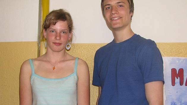 Studenti budějovického gymnázia v Jírovcově ulici Lenka Čurnová a František Petrouš se zúčastnili mezinárodní vědecké soutěže. Petrouš byl ve vítězném týmu.